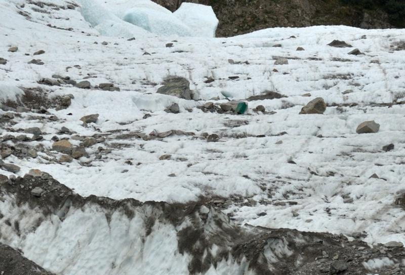 Débris, corps et autres objets transportés par les glaciers Bosson11