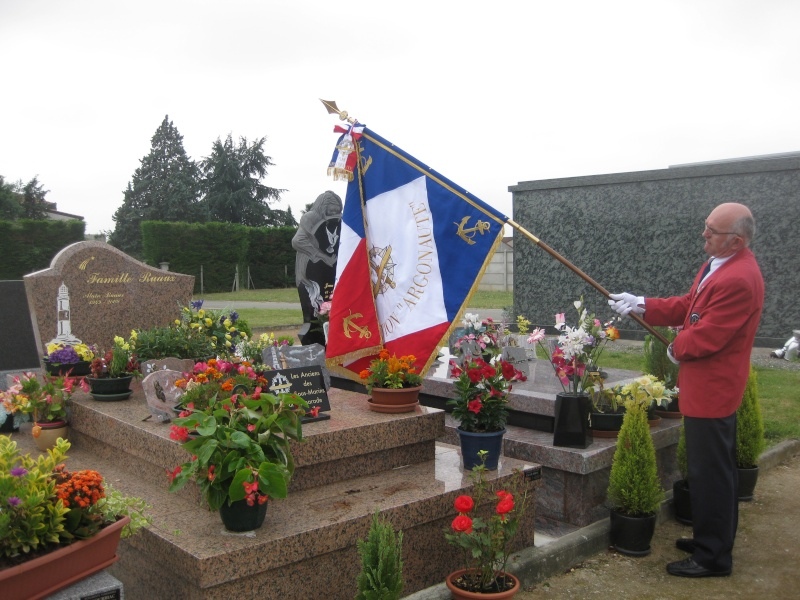 Dépose d'une plaque à la mémoire de notre camarade Alain RUAUX Img_2516