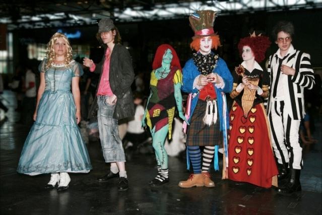 Cosplays Alice in Wonderland. 7318_410