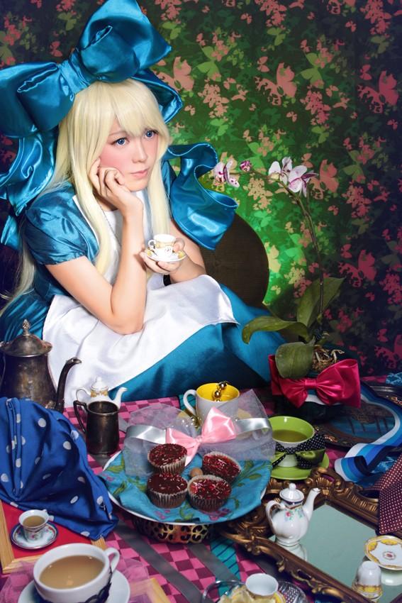 Cosplays Alice in Wonderland. Curiou10
