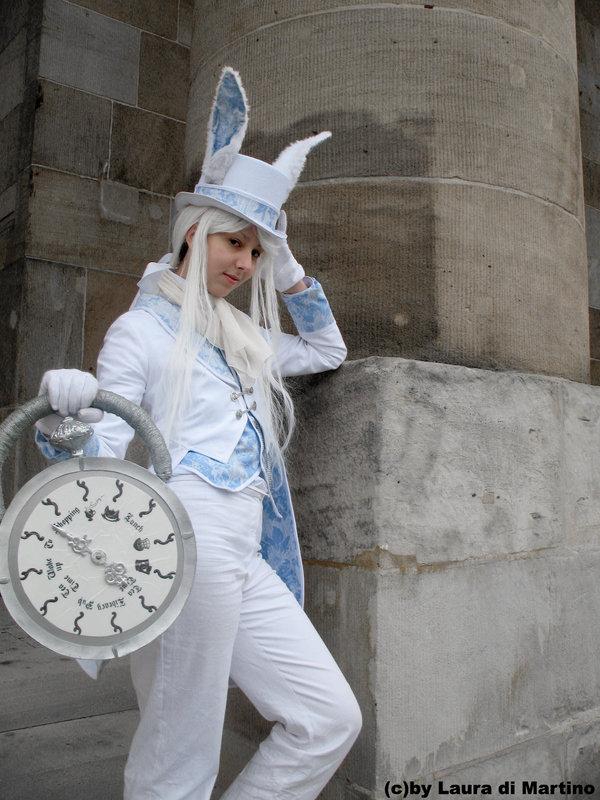 Cosplays Alice in Wonderland. The_cl10
