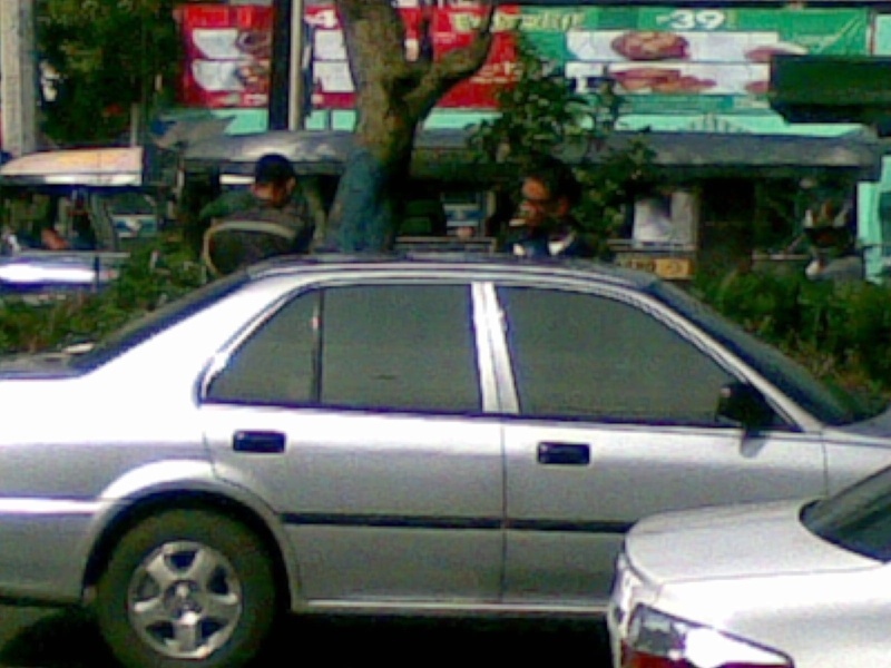 MMDA Officers abusing a citizen after making a road violation 07102011