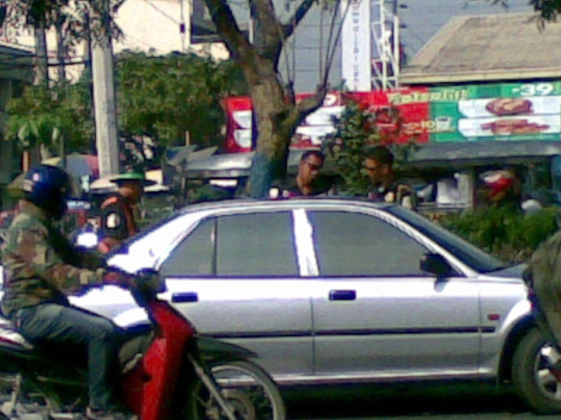 MMDA Officers abusing a citizen after making a road violation 07102013