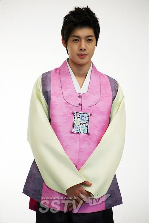 Kim Hyun Joong's New Hair Colour and Hair Style Khj610