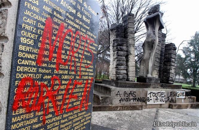"""""""AUX MORTS"""" est un mémorial virtuel des monuments ayant subi des dégradations, qu'elles qu'en soient les auteurs: imbéciles de toutes origines, de toutes couleurs et de toutes religions.   Une-in10"""
