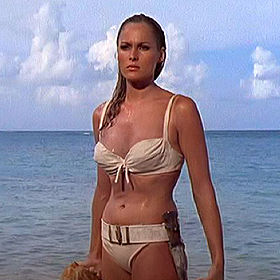 bon anniversaire Bond Ursula10