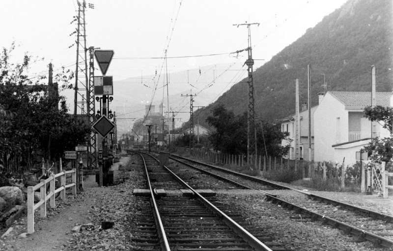 Pk 082,2 : Gare de Foix (09) - Page 6 W-foix11