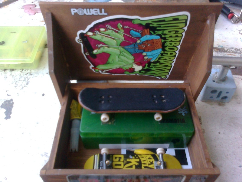 post your fingerboard case/box - Page 7 Dylan016