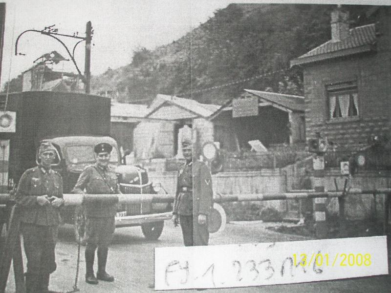 OPEL Blitz à l'arrêt au poste frontière situé sur ma commune. (Italeri - 6606 au 1/48°) [ Diorama en cours ] 00811