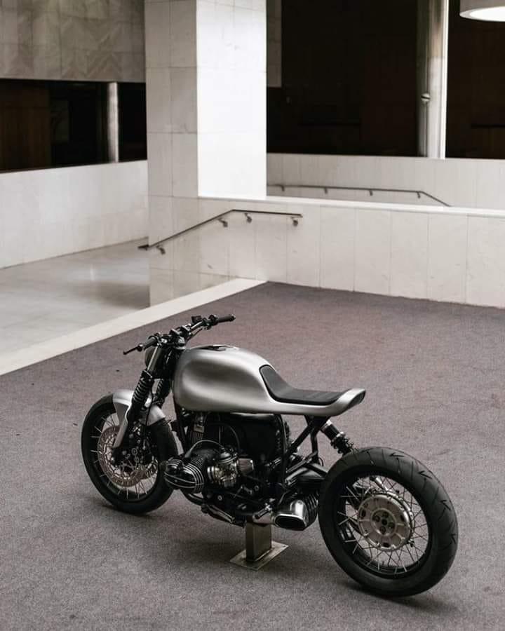 C'est ici qu'on met les bien molles....BMW Café Racer - Page 8 129