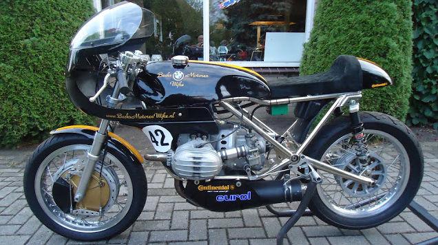 C'est ici qu'on met les bien molles....BMW Café Racer - Page 8 712