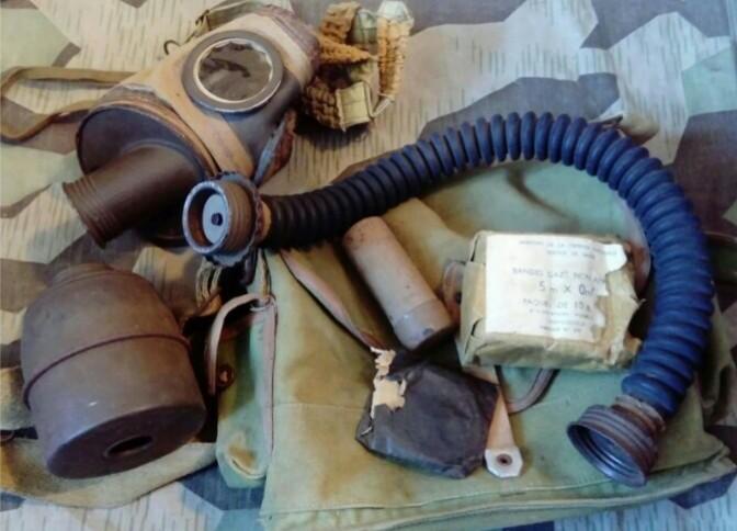 Masque à gaz français avec sa housse particulière...  _2018111