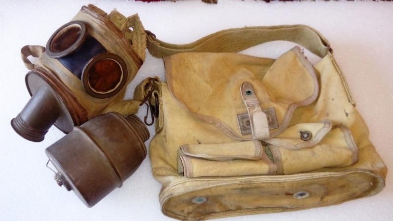 Masque à gaz français avec sa housse particulière...  Dsc_0929