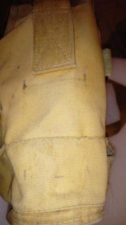 Masque à gaz français avec sa housse particulière...  Dsc_0936