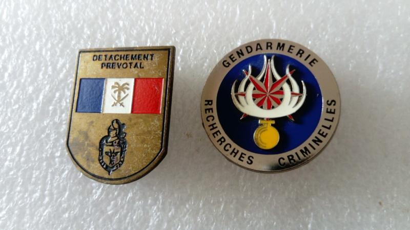 Insignes Gendarmerie et diverses...   Dsc_1018