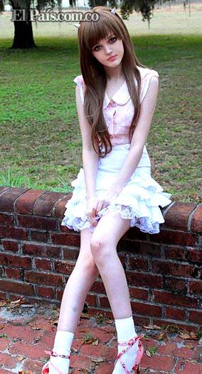 Dakota Rose , La chica que parece una barby real o una anime. Barby410
