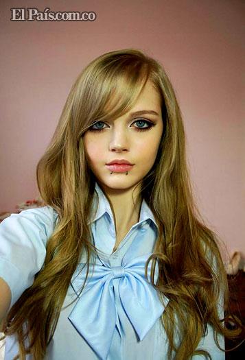 Dakota Rose , La chica que parece una barby real o una anime. Barby610
