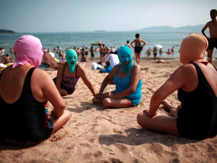 Face-kini la nueva moda en las playas de China. Fake210