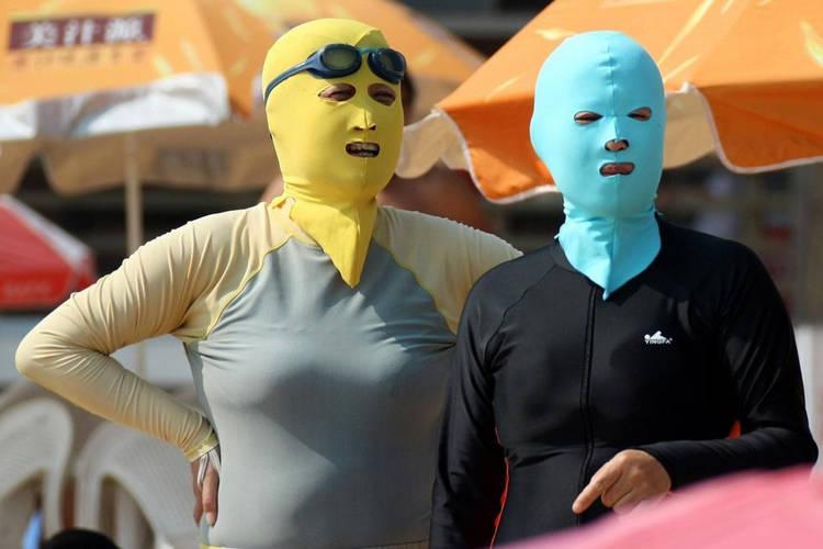 Face-kini la nueva moda en las playas de China. Fake410