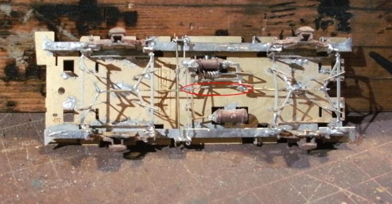 Fabrication du système de freinage sous un wagon tombereau  - Page 2 1_chas13