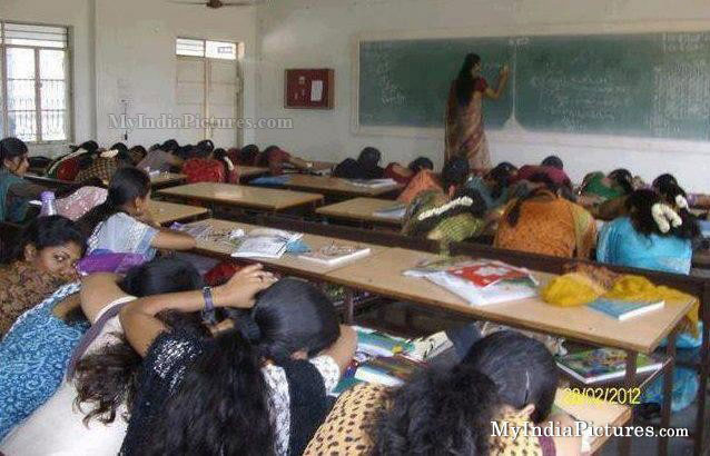 >> Women College << A_124