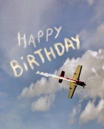 Aujourd'hui nous fêtons l'anniversaire de... Aa341410