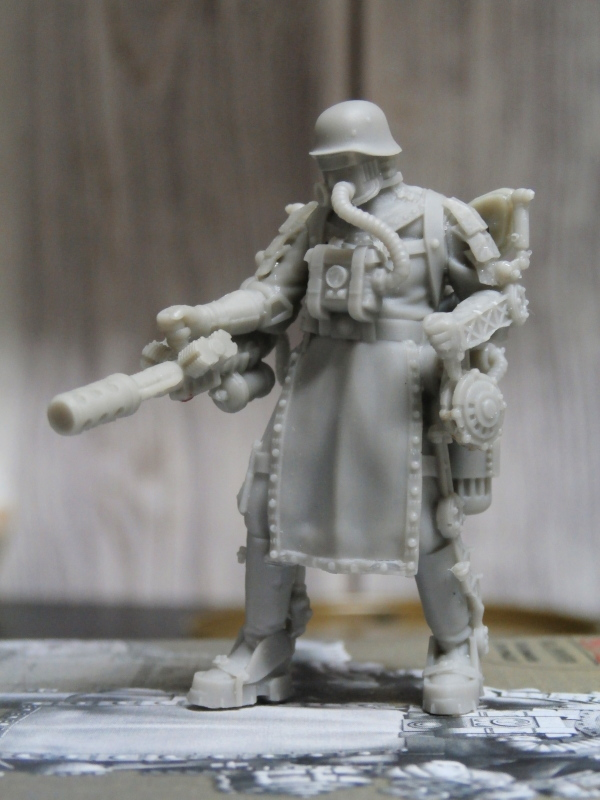 "F.I.A ""Drache"" figurine Maim 1/35 + Kubelwagen Revell 1/35 (FINI) P1130011"