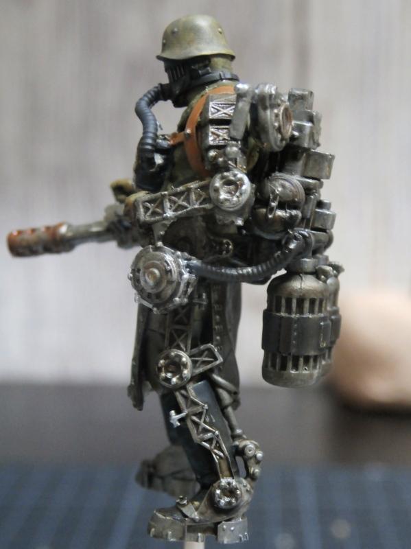 "F.I.A ""Drache"" figurine Maim 1/35 + Kubelwagen Revell 1/35 (FINI) P1140011"