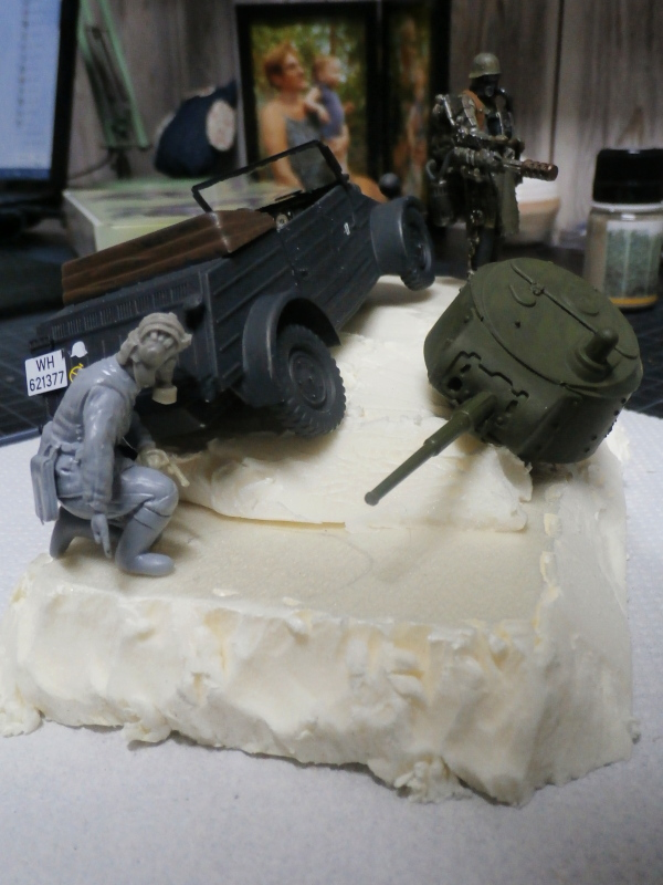 "F.I.A ""Drache"" figurine Maim 1/35 + Kubelwagen Revell 1/35 (FINI) P1170010"