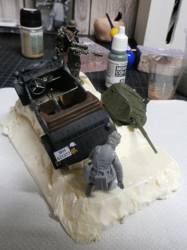 "F.I.A ""Drache"" figurine Maim 1/35 + Kubelwagen Revell 1/35 (FINI) P1170011"