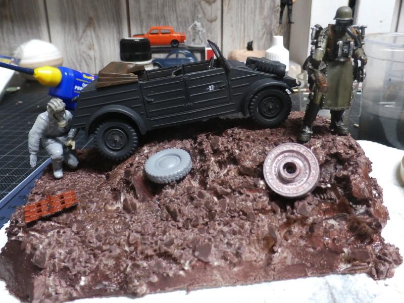 "F.I.A ""Drache"" figurine Maim 1/35 + Kubelwagen Revell 1/35 (FINI) - Page 2 P1180011"
