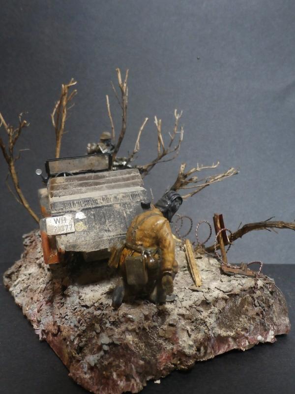 "F.I.A ""Drache"" figurine Maim 1/35 + Kubelwagen Revell 1/35 (FINI) - Page 2 P1200013"