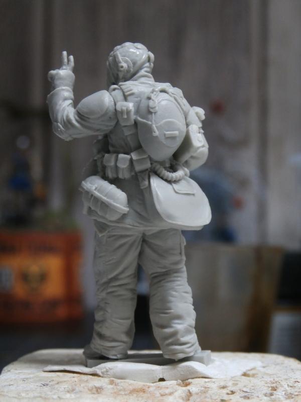 """""""Sniper"""" Figurine Kellerkind Miniaturen 1/35 (FINI) P3090010"""