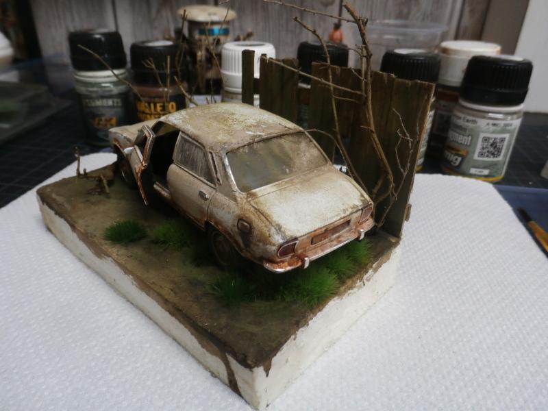 Peugeot 504 abandonnée - diecast Welly (FINI) P3170017