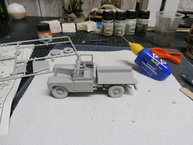 Land Rover - Revell 1/35 (FINI) P4020011