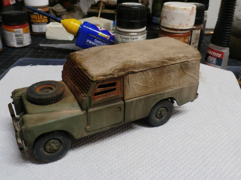 Land Rover - Revell 1/35 (FINI) - Page 2 P4030013