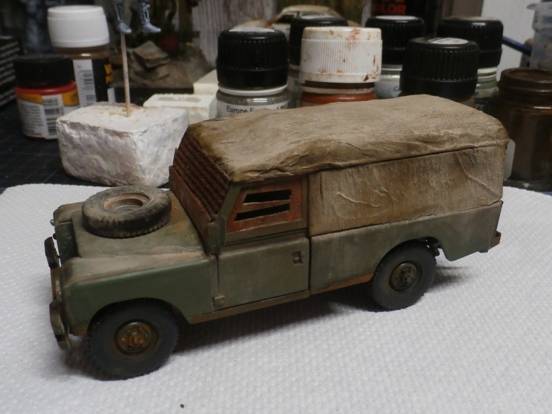 Land Rover - Revell 1/35 (FINI) - Page 2 P4040010