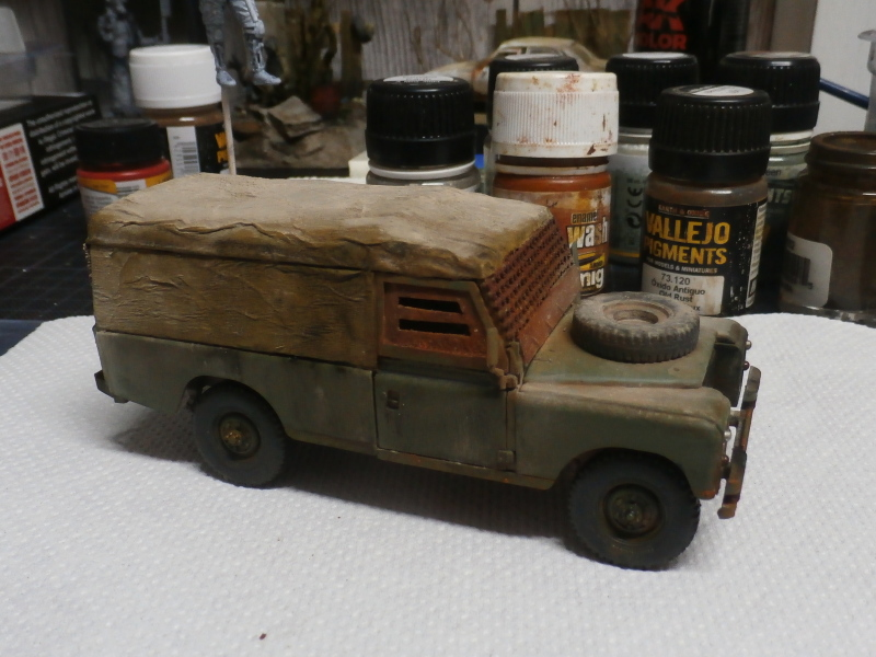 Land Rover - Revell 1/35 (FINI) - Page 2 P4040012