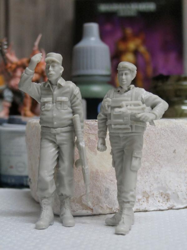 Afghanistan scène 1 - Figurines Djitis Production + figurine Meng 1/35 (FINI) P6120014