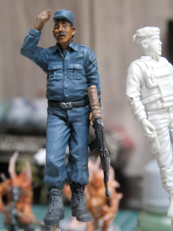 Afghanistan scène 1 - Figurines Djitis Production + figurine Meng 1/35 (FINI) P6130011