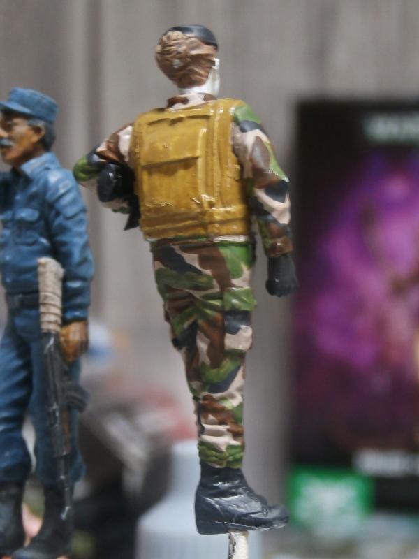 Afghanistan scène 1 - Figurines Djitis Production + figurine Meng 1/35 (FINI) P6140019