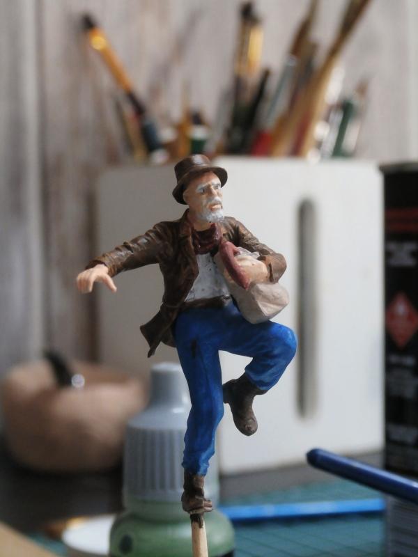 """Delirium tremens"" figurine MB + figurines CMON. P6160016"