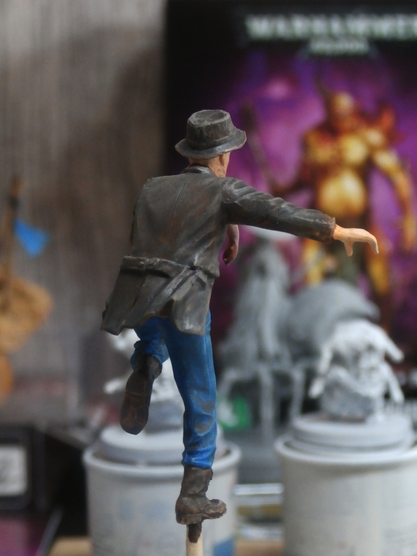 """Delirium tremens"" figurine MB + figurines CMON. P6160017"