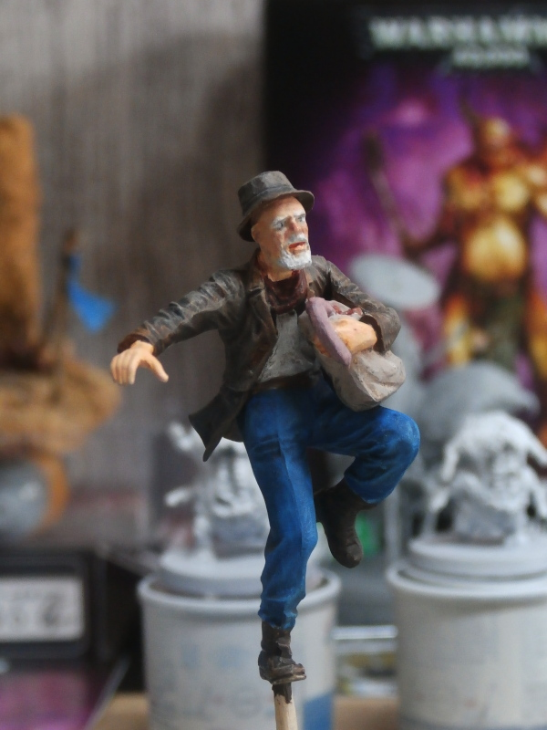 """Delirium tremens"" figurine MB + figurines CMON. P6160018"
