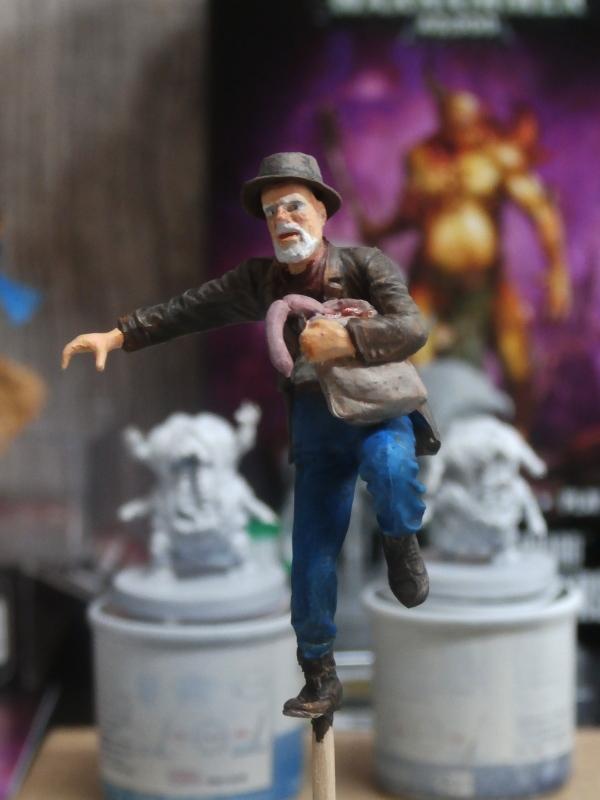 """Delirium tremens"" figurine MB + figurines CMON. P6160019"