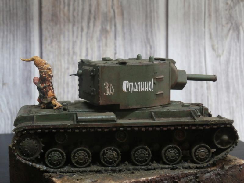 KV-2 Italeri 1/56 + figurine Achtung!Chtulhu 28mm (FINI) P7120013