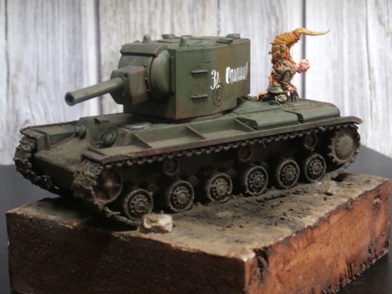 KV-2 Italeri 1/56 + figurine Achtung!Chtulhu 28mm (FINI) P7120014