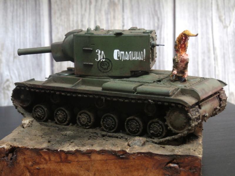KV-2 Italeri 1/56 + figurine Achtung!Chtulhu 28mm (FINI) P7120015