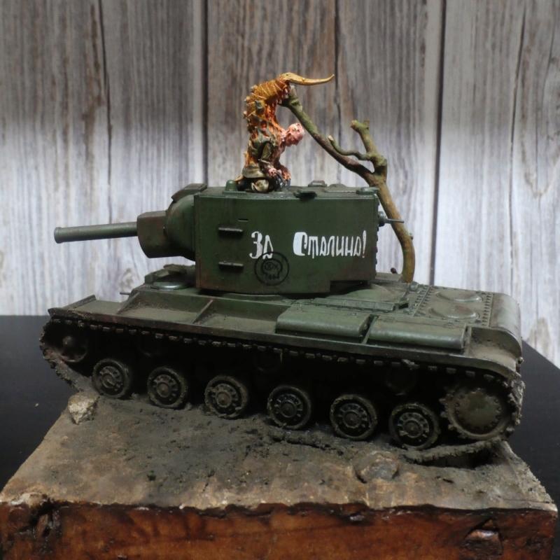 KV-2 Italeri 1/56 + figurine Achtung!Chtulhu 28mm (FINI) P7130010