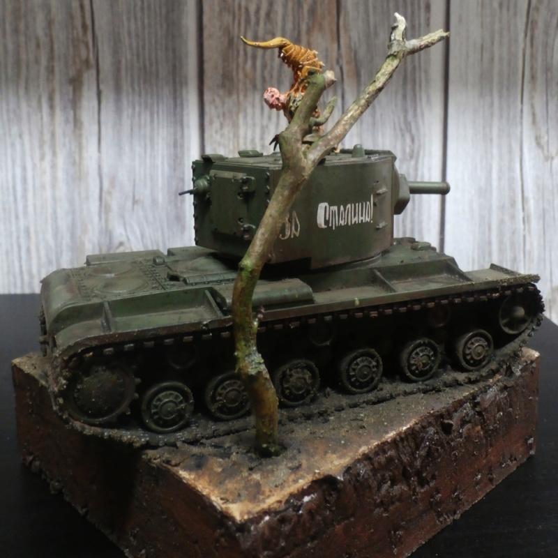 KV-2 Italeri 1/56 + figurine Achtung!Chtulhu 28mm (FINI) P7130011